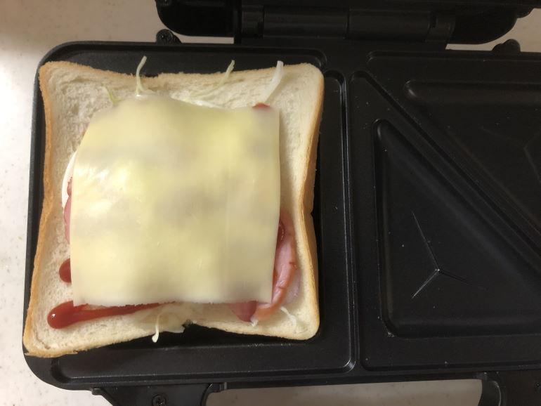 ホットサンドにチーズを追加